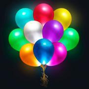 Массовый запуск мерцающих воздушных шаров.  постер плакат
