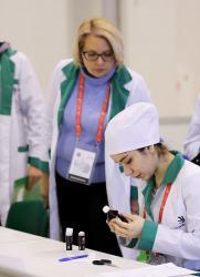 Отборочные соревнования WorldSkills Russia проведет Медколледж СурГУ  постер плакат