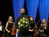 Концертная программа «Классика и джаз». Даниил Крамер и Симфонический оркестр Сургутской филармонии. IX Международный фестиваль искусств «60 параллель» постер плакат